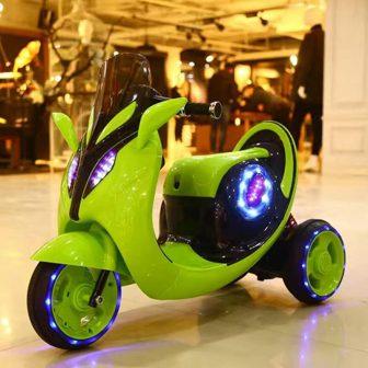 Coche eléctrico de los niños de tres ruedas bebé sentado interior Bebé...