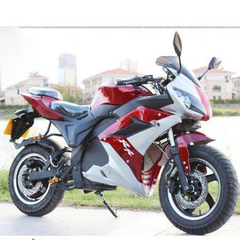 Potente moto eléctrica horizonte motocicleta coche de deportes de la calle carretera...